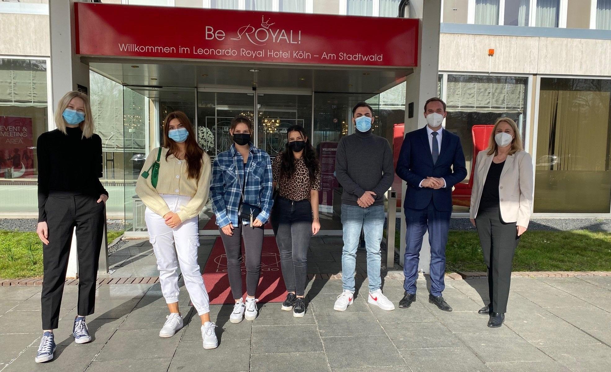 5 neue Azubis in NRW bei Leonardo Hotels gestartet