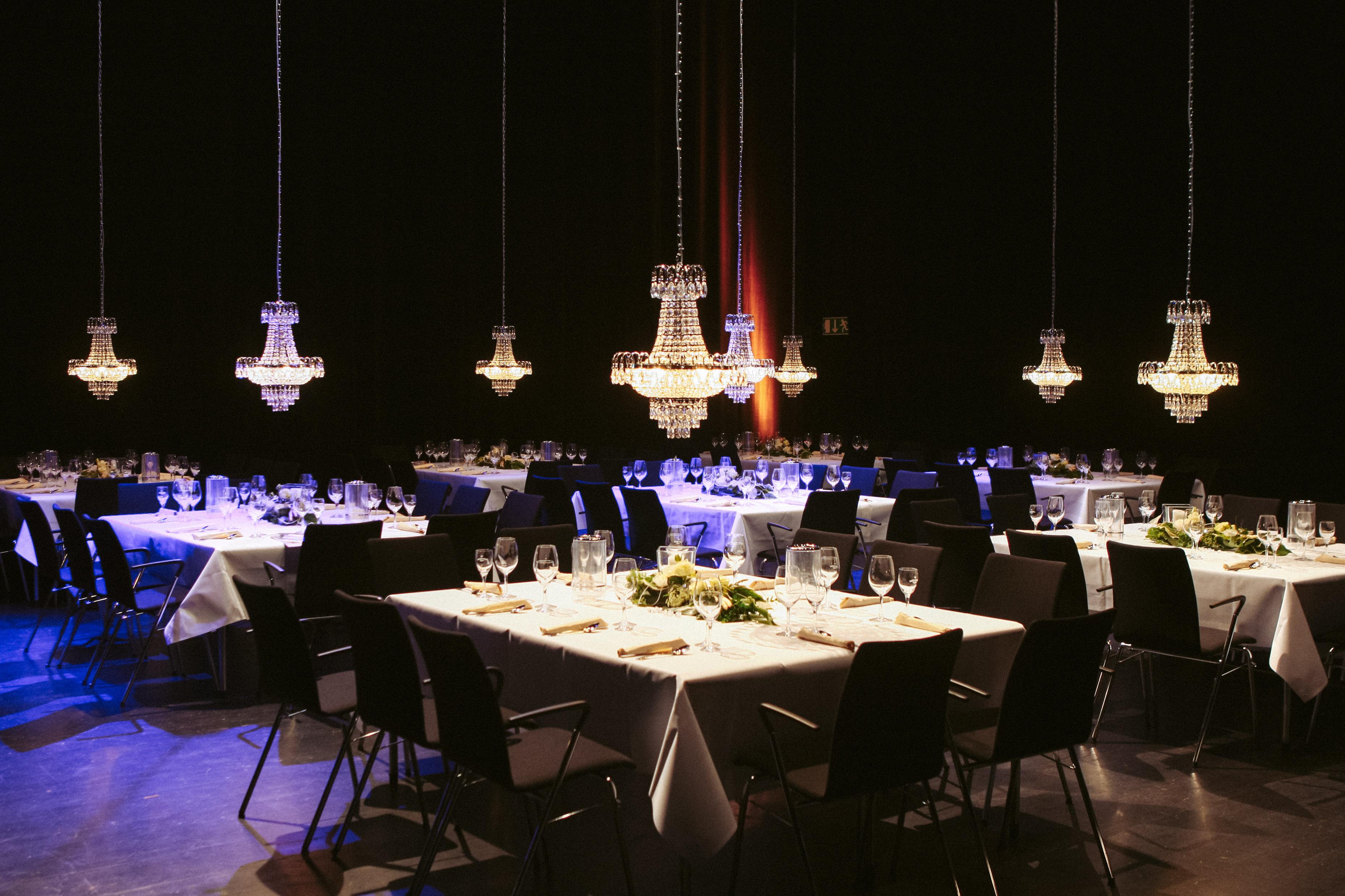 Stadthalle Gifhorn Feiern auf der Theaterbühne mit Roth Catering & Events